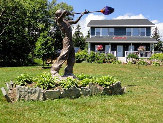 North Shore, Canada: A creative lawn ornament for a centre of creativity with glass
