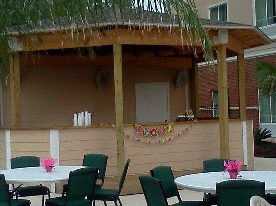 Holiday Inn Dothan: Outside Tiki Bar