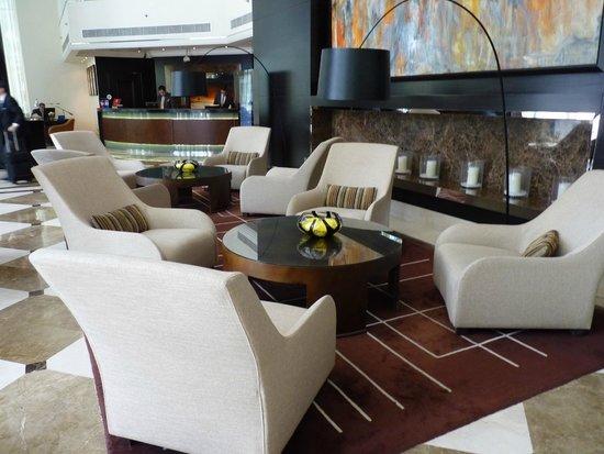 Towers Rotana - Dubai: Lobby