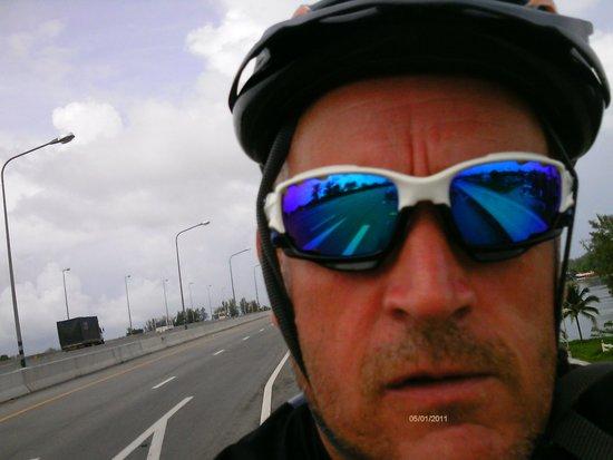 Amazing Bike Tours : Crossing the Sarasin bridge