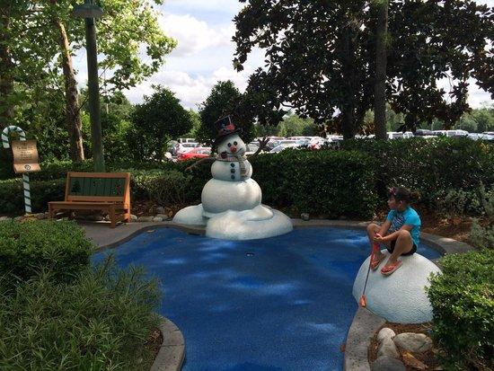 Disney's Winter Summerland Miniature Golf Course: fun golf course