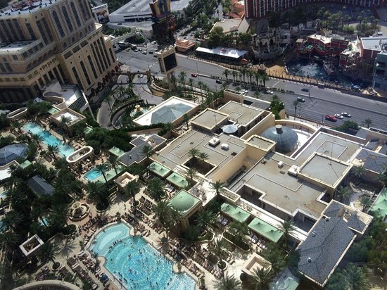 The Palazzo Resort Hotel Casino : View from room to strip