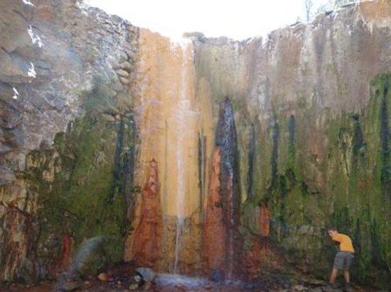 Cascada de los Colores, Barranco de las Angustias: cascada de colores