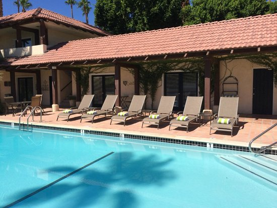 La Maison Hotel: new pool and deck chairs