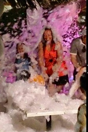 H10 Salauris Palace: foam party in hotel