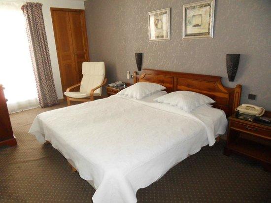 Hotel des Tuileries: Notre grande chambre