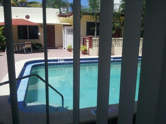 سيرف صايد ريزورت: room view to pool