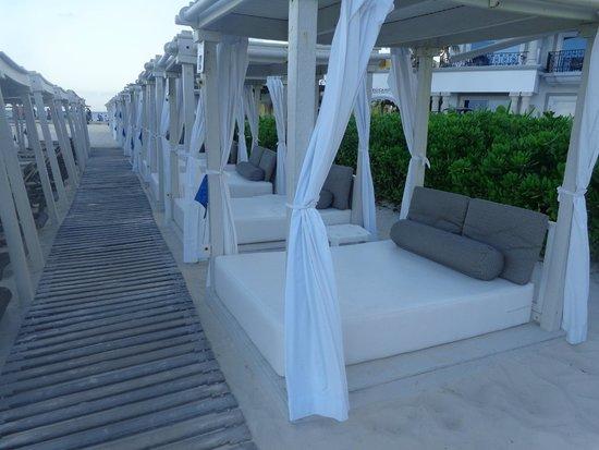 The Royal Playa del Carmen: Sun Beds on the beach.
