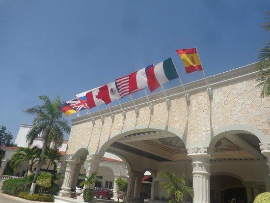 The Royal Playa del Carmen: Main entrance
