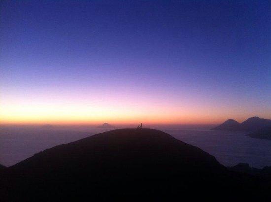 Scalata al Cratere : Tramonto dal cratere, agosto 2014, semplicemente imperdibile!!