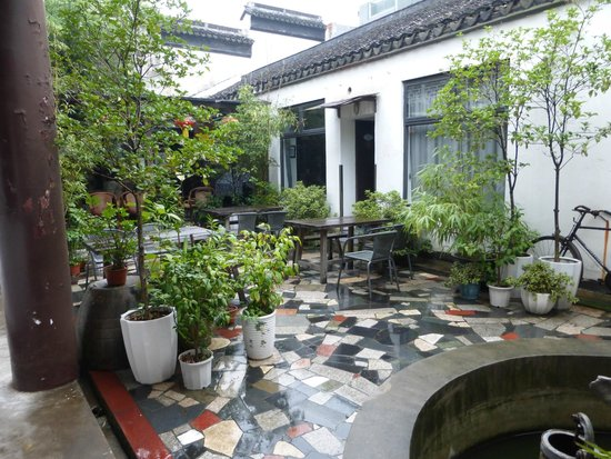 WaterTown Youth Hostel : The courtyard