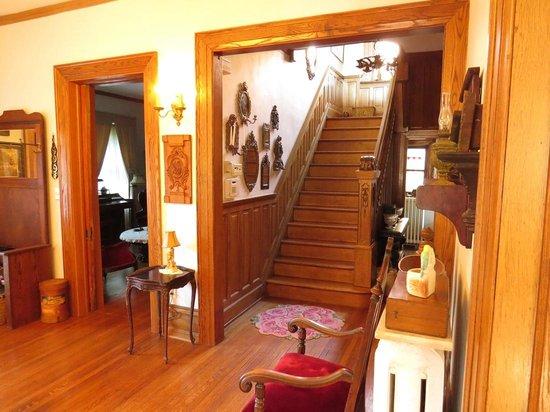 Casa Magnolia Bed & Breakfast : Stairway to bedrooms