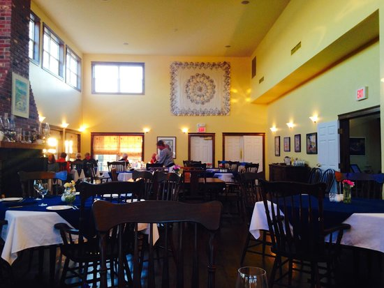 The Inn at St. Peters: Lovely spacious dining room