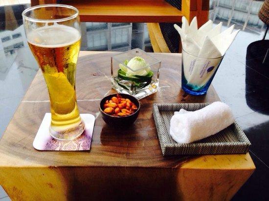 Grand Mercure Phuket Patong: Apéro au bar