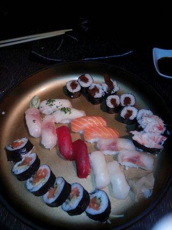 Restaurante Zenart: Variado de sushi Zenart