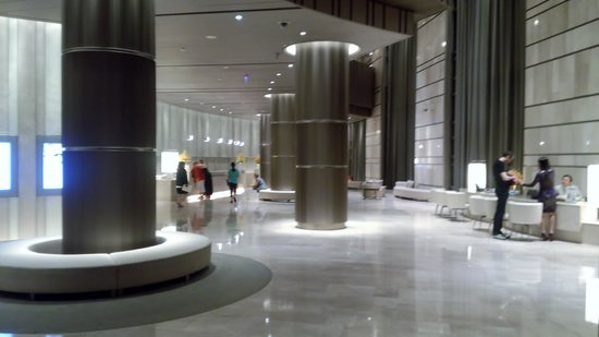 Hotel Nikko Saigon: 広々として明るいロビー