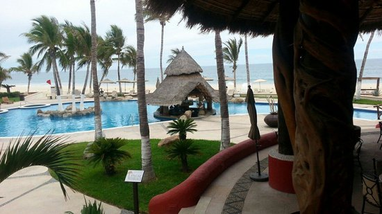Bel Air Collection Resort & Spa Los Cabos : Pool and bar, taken from just outside of lobby area