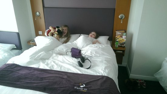 Premier Inn Llandudno North (Little Orme) Hotel: large double bed...if you can get your kids out of it.