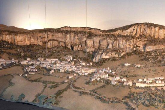 Société des Caves Roquefort - Visite des Caves: LA MAQUETTE ANIMEE