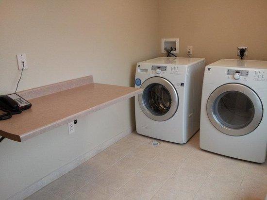 Holiday Inn Express - Albert Lea - I-35 : Laundry Facility