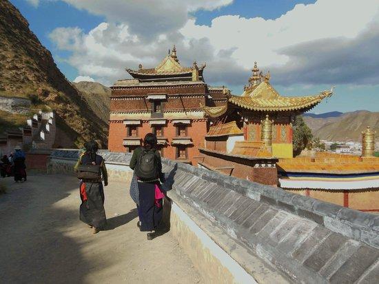 Labrang Monastery (Labuleng Si) : de Kora rondom het kloostercomplex