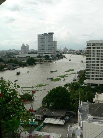 Mandarin Oriental, Bangkok : View up the Chao Praya from our place, M.O. River Wing shown