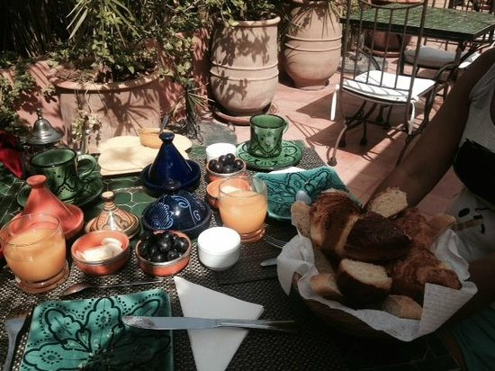 Riad Les Nuits de Marrakech: Breakfast at the terrace