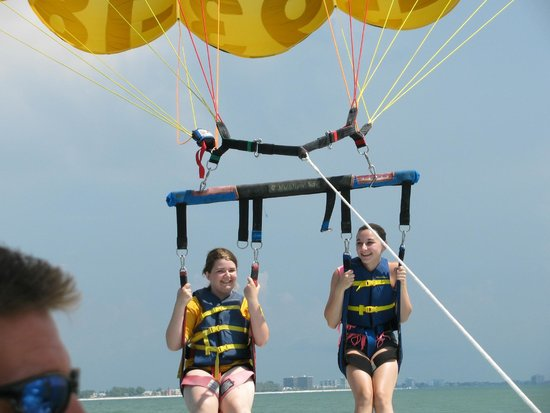 Gators Parasail : All smiles going up
