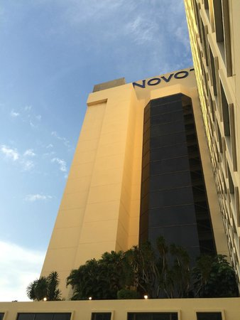 Novotel Bangkok on Siam Square : Outside view from pool area
