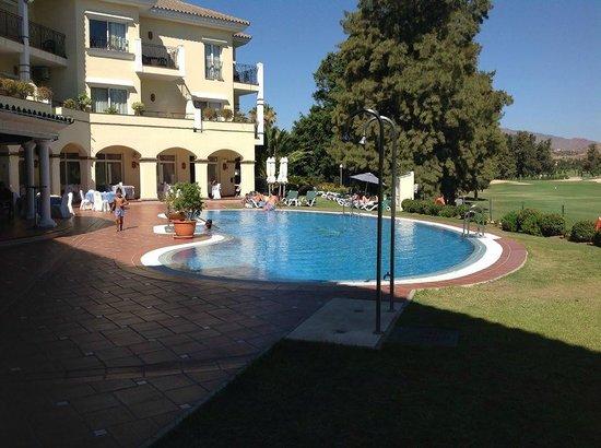 Hotel Tamisa Golf: La piscina y su alrededor.