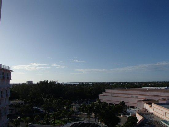 Aquariums picture of atlantis beach tower autograph for Terrace view room atlantis