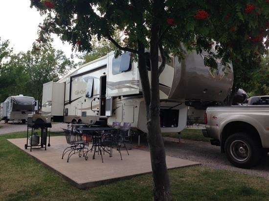 Polson / Flathead Lake KOA: Spuper premium site with gas grill and patio furniture
