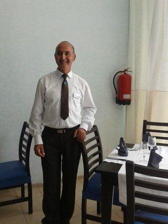 SENTIDO Le Sultan: Mr. EZZIDINE le plus gentil des serveurs!!!