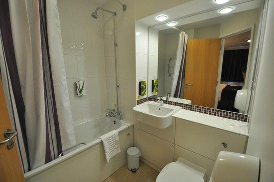 Premier Inn Bristol South Hotel: Banheiro
