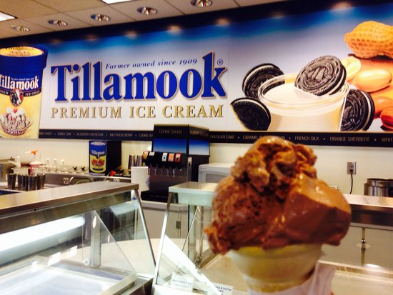 Tillamook Cheese Factory: The ice cream is the best thing there!