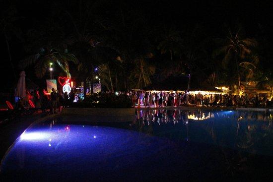 Viva Wyndham Dominicus Beach: notte piscina