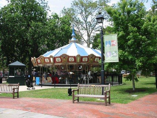 Holiday Inn Express Philadelphia E - Penns Landing: Franklin Park has a snack bar, playground and miniature golf