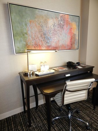 Sugar Land Marriott Town Square : Lovely artwork throughout