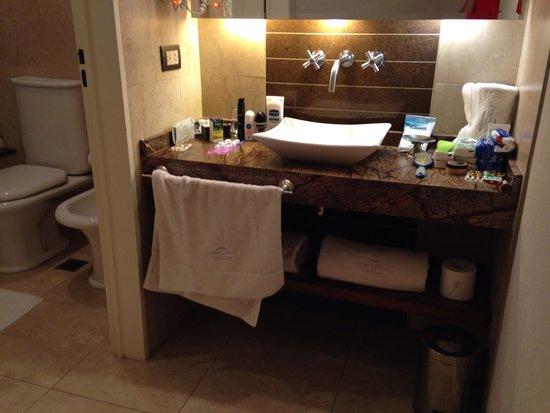 Howard Johnson Hotel Boutique Recoleta : Banheiro