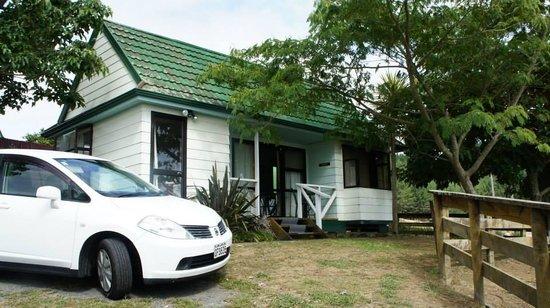 Waitomo Big Bird Bed & Breakfast: Cottage -- Waitomo Big Bird Bed & Breakfast & Miniature Animal Petting Farm