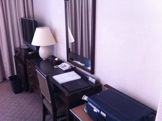 Imperial Hotel Tokyo: room furniture