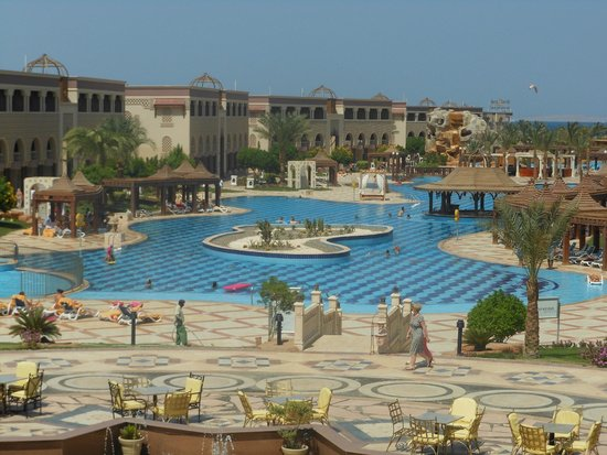 SENTIDO Mamlouk Palace Resort : Possibly the most beautiful pool ever?