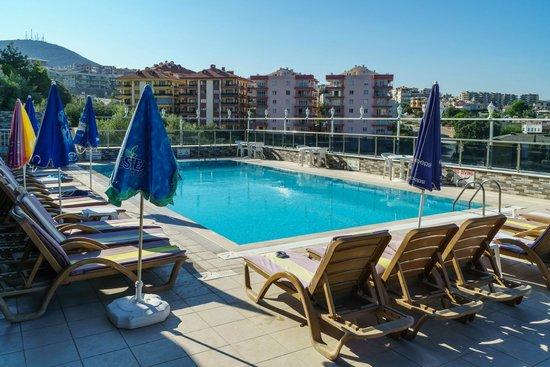 Ozka Hotel: Hotel pool