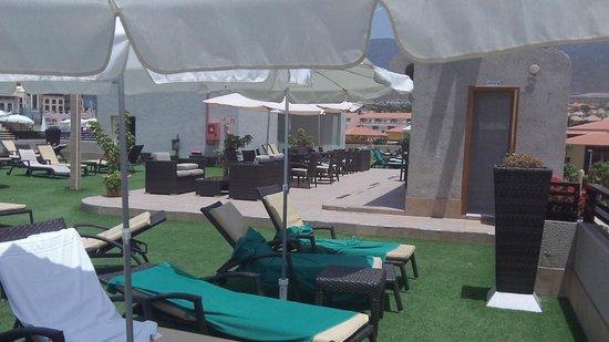 Fanabe Costa Sur Hotel: roof top sun area