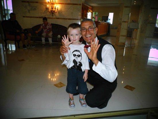 Tour Khalef Marhaba Thalasso & Spa: karmel another fab waiter