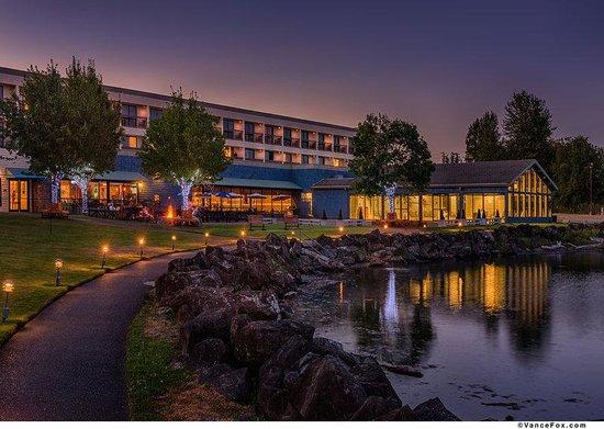 Best Western Plus Silverdale Beach Hotel: Rear Of Hotel