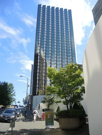 Crowne Plaza Seattle Downtown Area: Crowne Plaza seen from 6th Avenue.