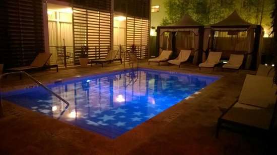 Kimpton Angler's Hotel : Pool bei Nacht