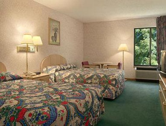 Days Inn Springfield: Standard Two Double Bed Room