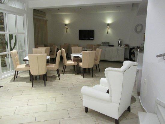 Adriani Hotel : Sala colazione e reception